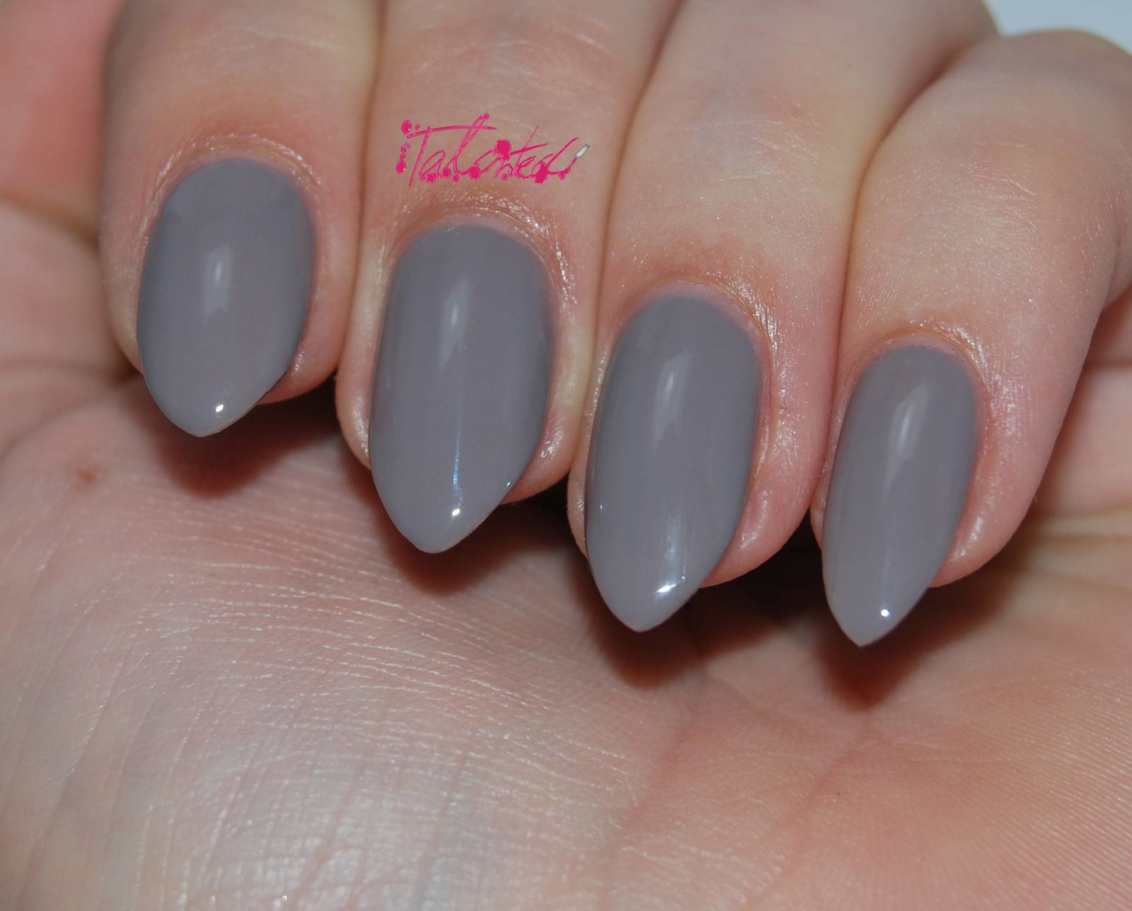 Essie Chinchilly Nail Varnish