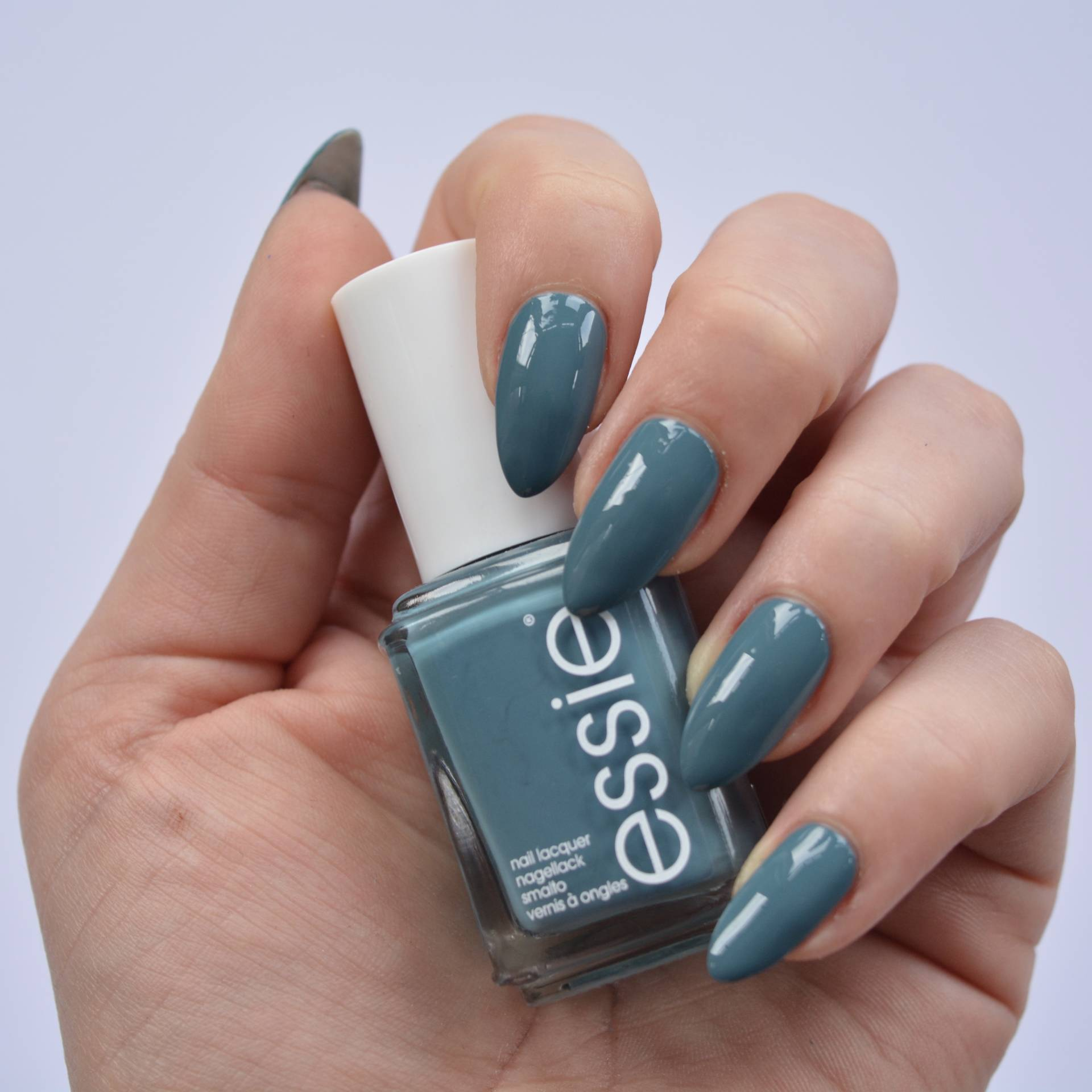 essie-spring-2016-pool-side-service-2