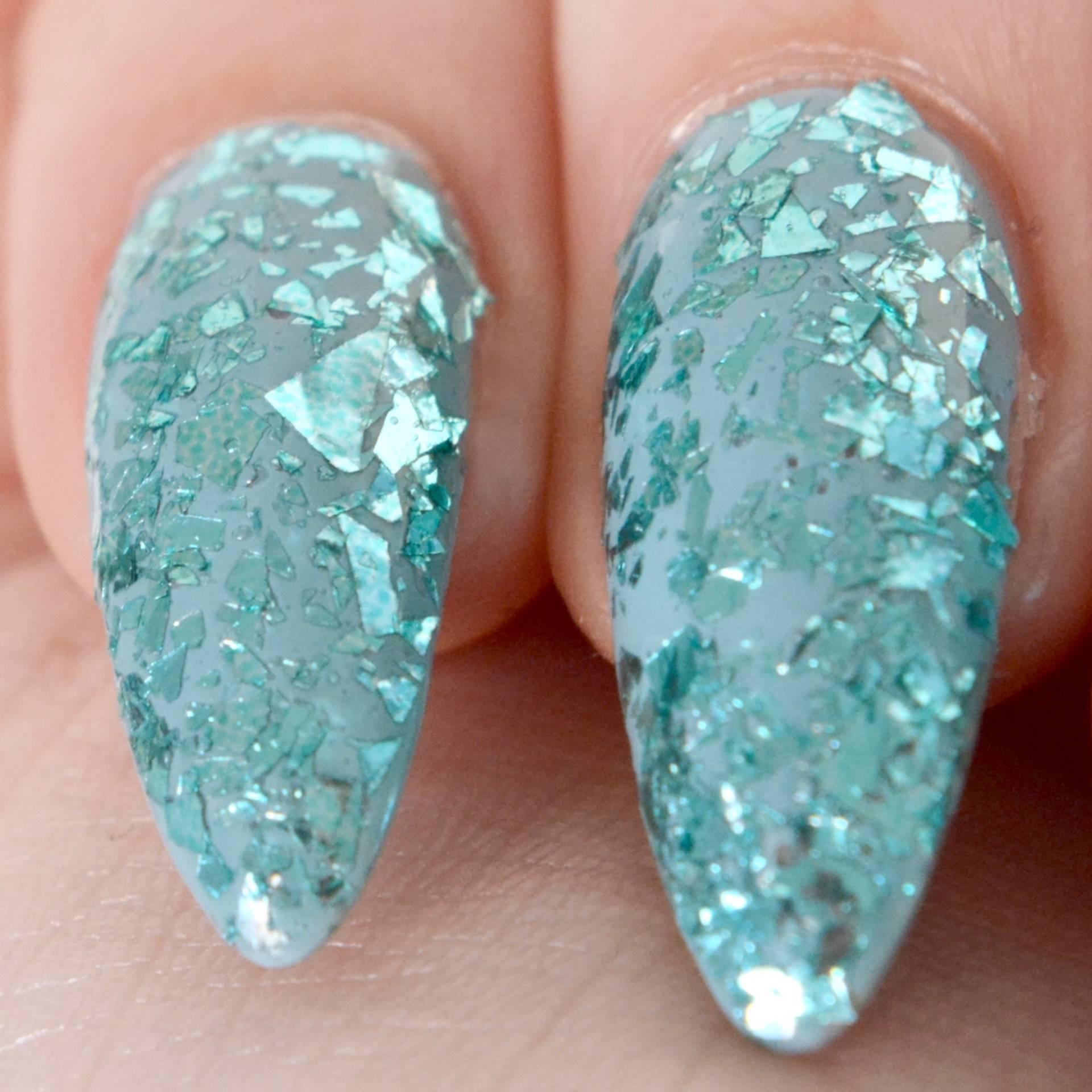 NAIO Aqua Cracked Ice glitter, glitter nail art