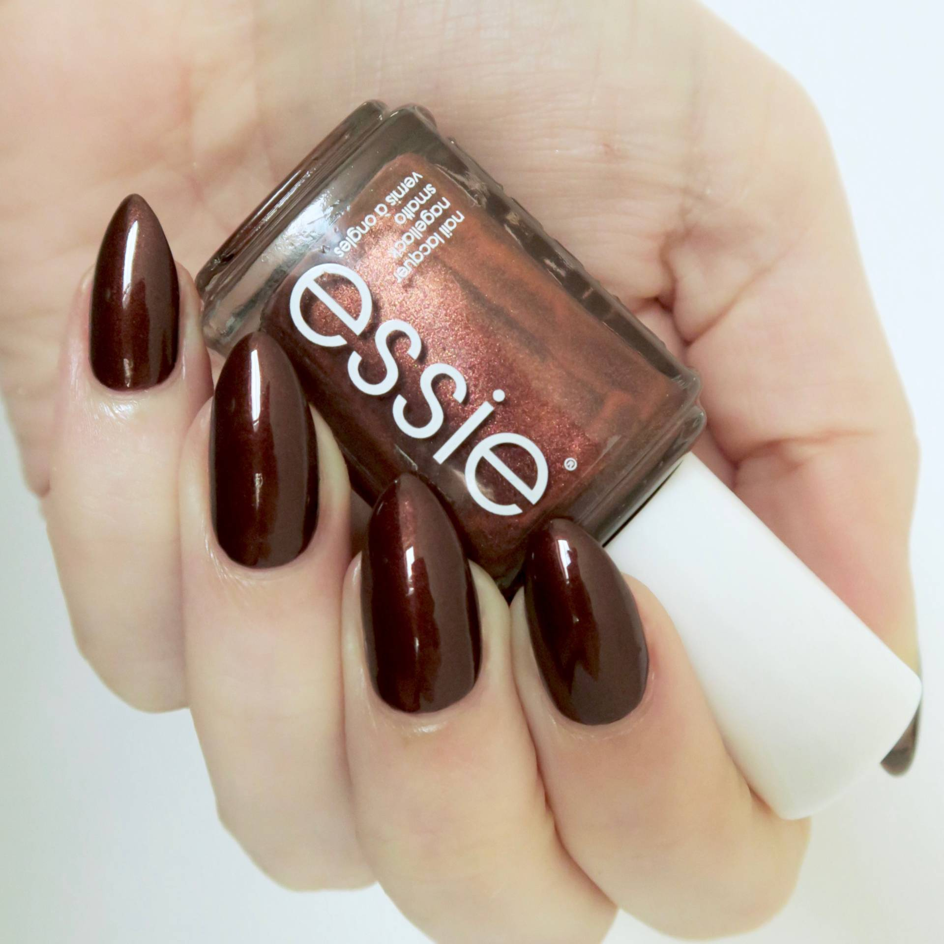 Essie Winter 2016 Collection Ready To Boa review