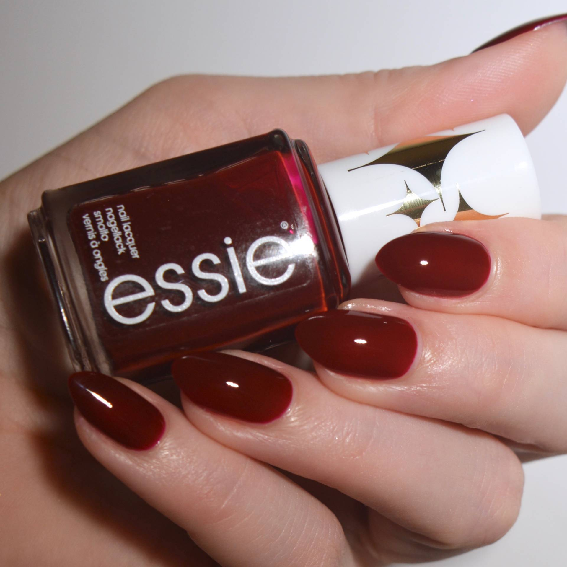 Essie 'Bold Beauty' from the Retro Revival 2017 collection. I love a dark vampy red nail varnish!