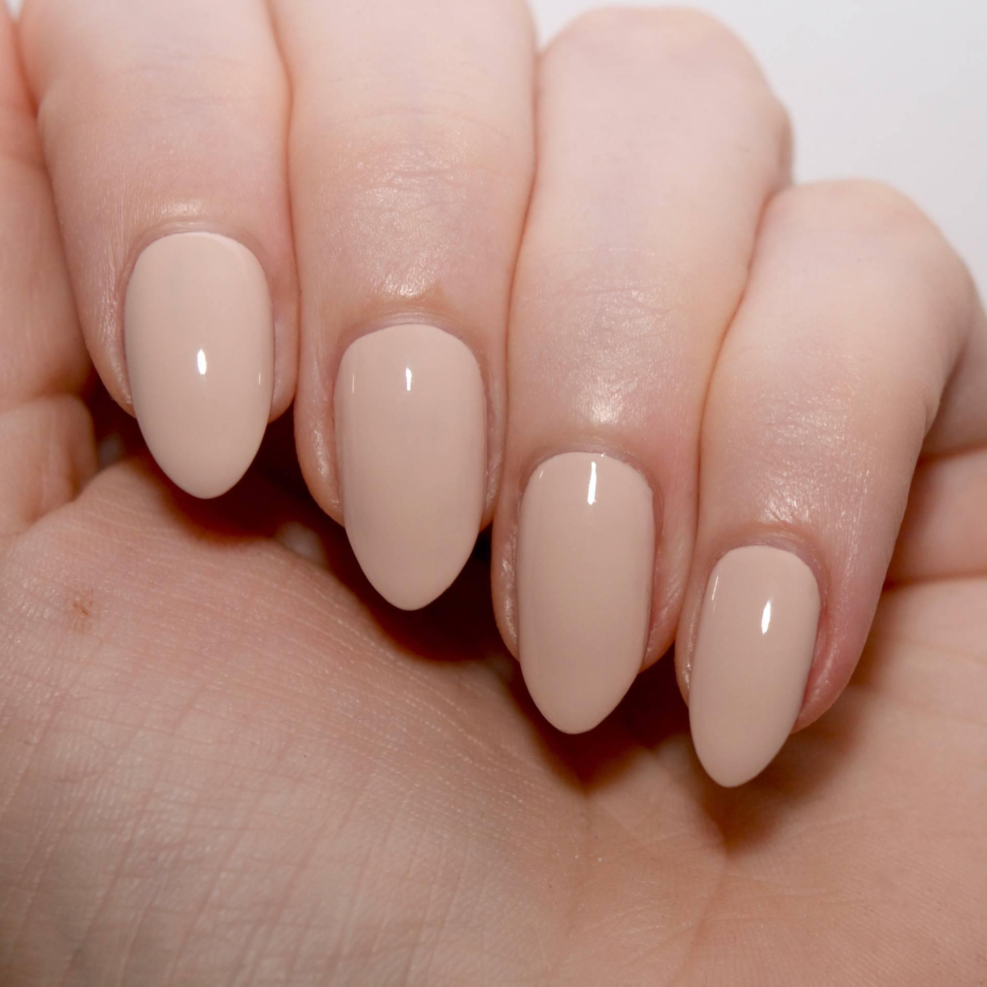 Floss Gloss Dinge - a pale peach toned nude nail varnish.