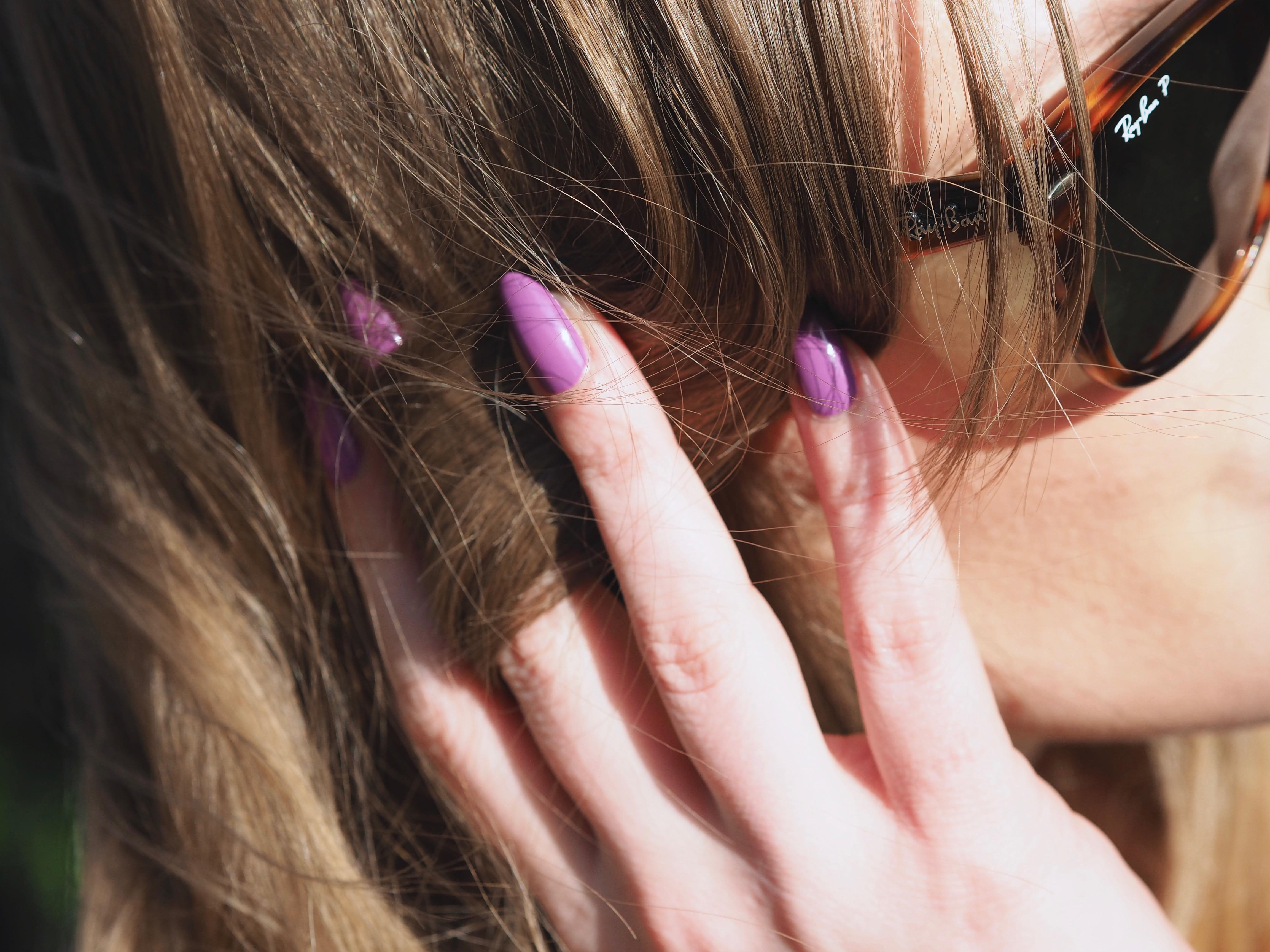 Purple nails and Ray-Bans