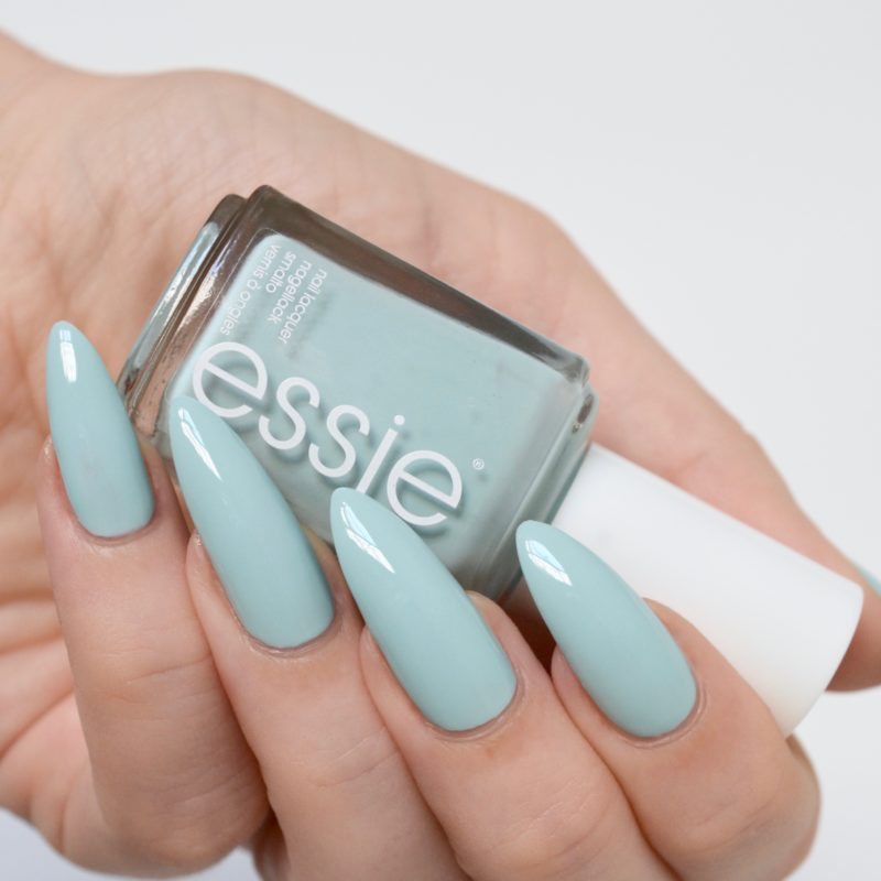Essie Resort 2017 Strike A Pose-Itano swatches: blue toned mint polish