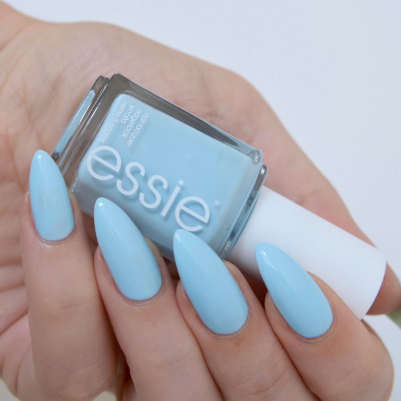 Essie 'blue-la-la' (summer collection 2017)