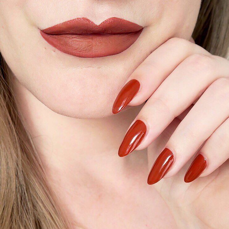 Rust orange matching lips and nails - #TalontedLipsAndTips