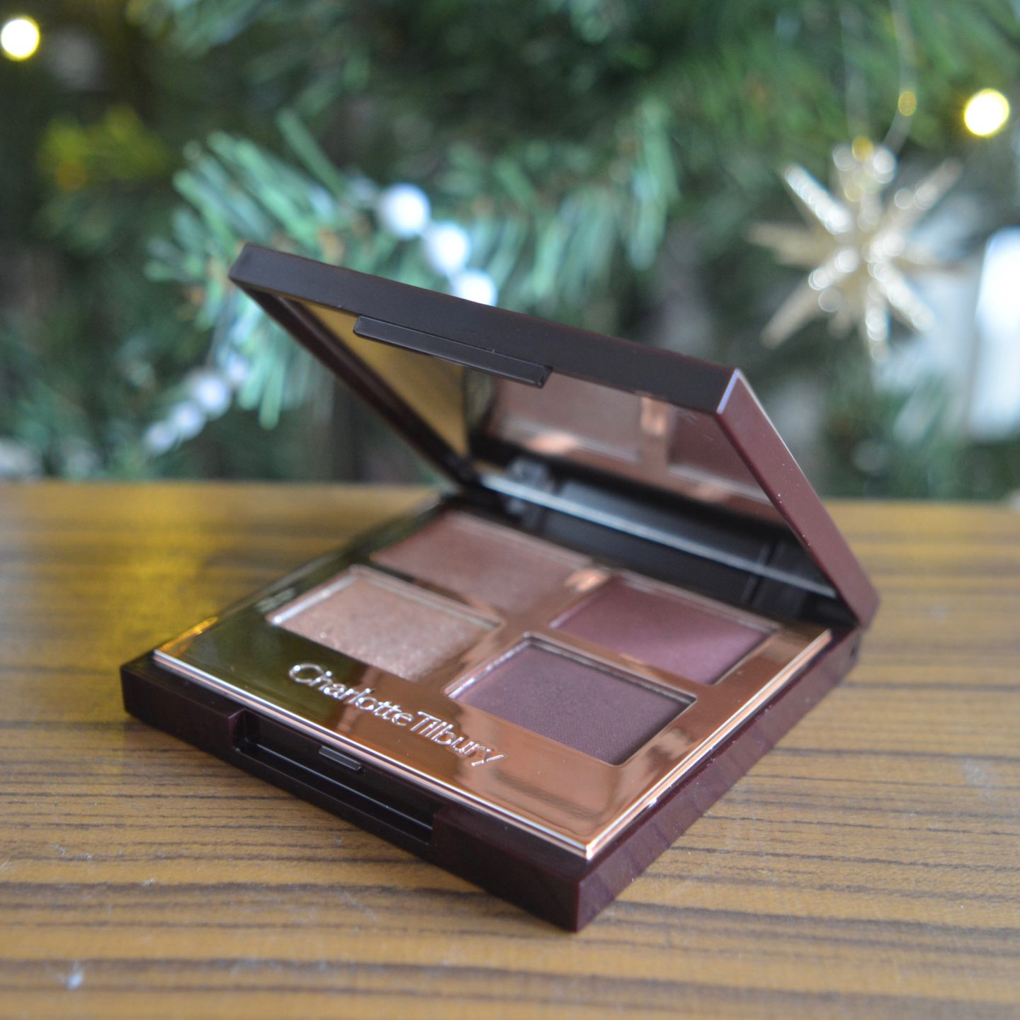 Glowy Make Up Edit - Charlotte Tilbury eyeshadow palette