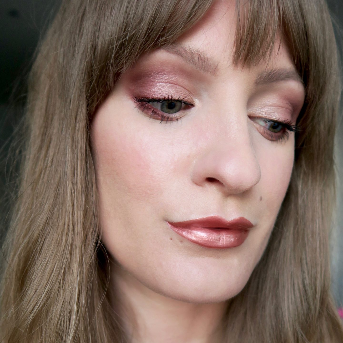 Rose gold lipstick, smokey eye, long fringe (Glowy make up edit)