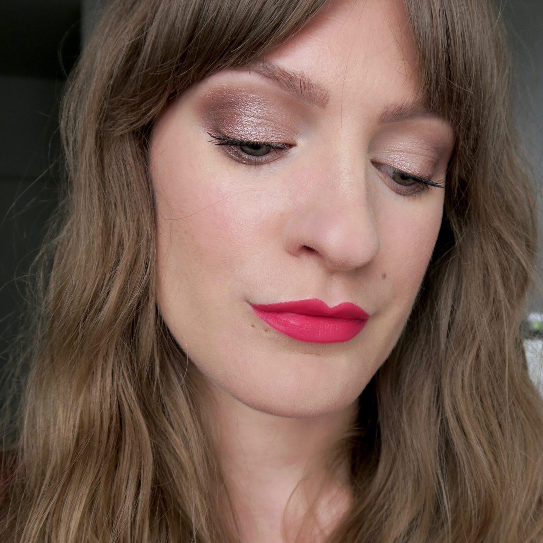Bronze smokey eye, hot pink lipstick (NYX In Your Element 'Metals' palette)