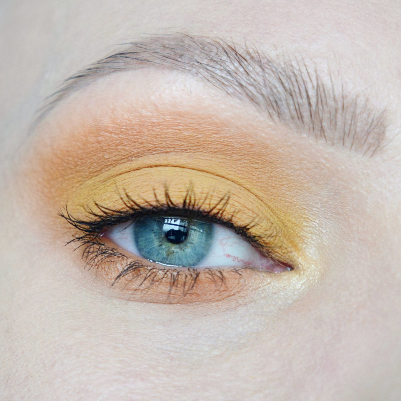 Yellow eyeshadow, orange eyeshadow inspiration. Bright make up. Best make up for blue/green eyes. Yellow smokey eye inspiration. Beauty without boundaries.