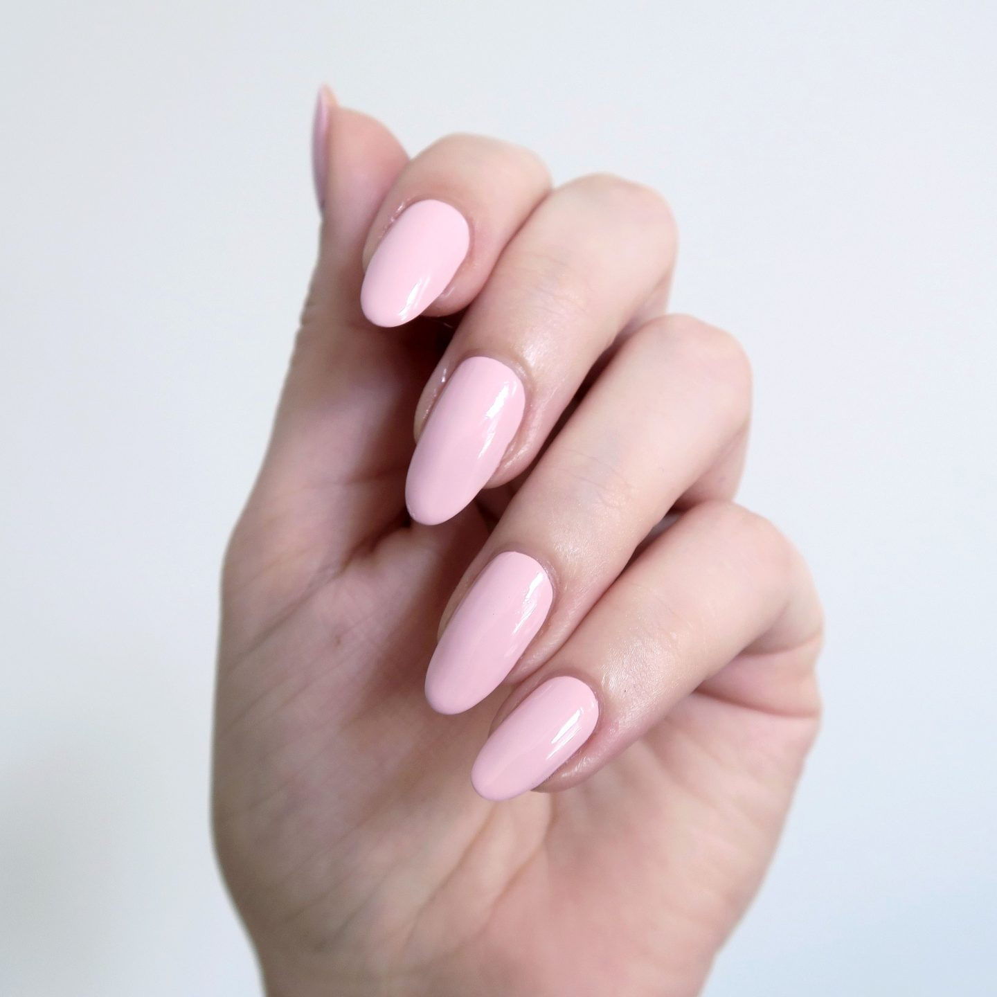 Repin and click to see my review of the new Morgan Taylor Color Of Petals collection. Morgan Taylor 'Strike A Posie' - a blush pink creme nail polish inspiration. Spring manicure inspiration. #talontedlex