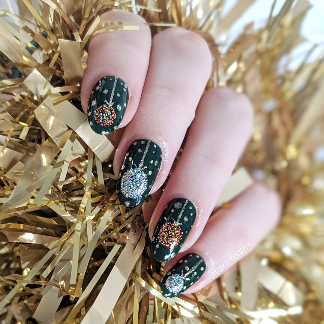 Christmas nail art inspiration. Christmas tree baubles, hand painted nail art ideas. Easy nail art for the festive season. #talontedlex #easynailart #christmasnails #christmasmanicure #festivesnails