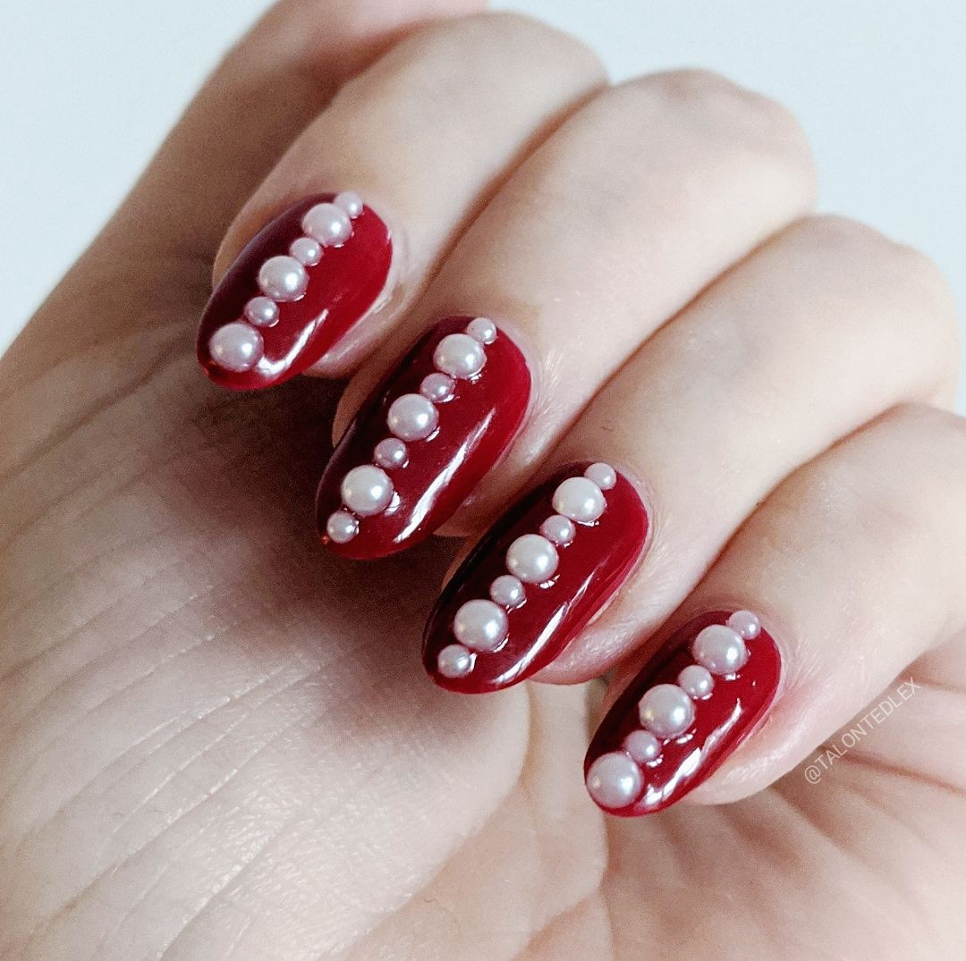Christmas nail art inspiration. Red manicure with pearls, hand painted nail art ideas. Easy nail art for the festive season. #talontedlex #easynailart #christmasnails #christmasmanicure #festivenails