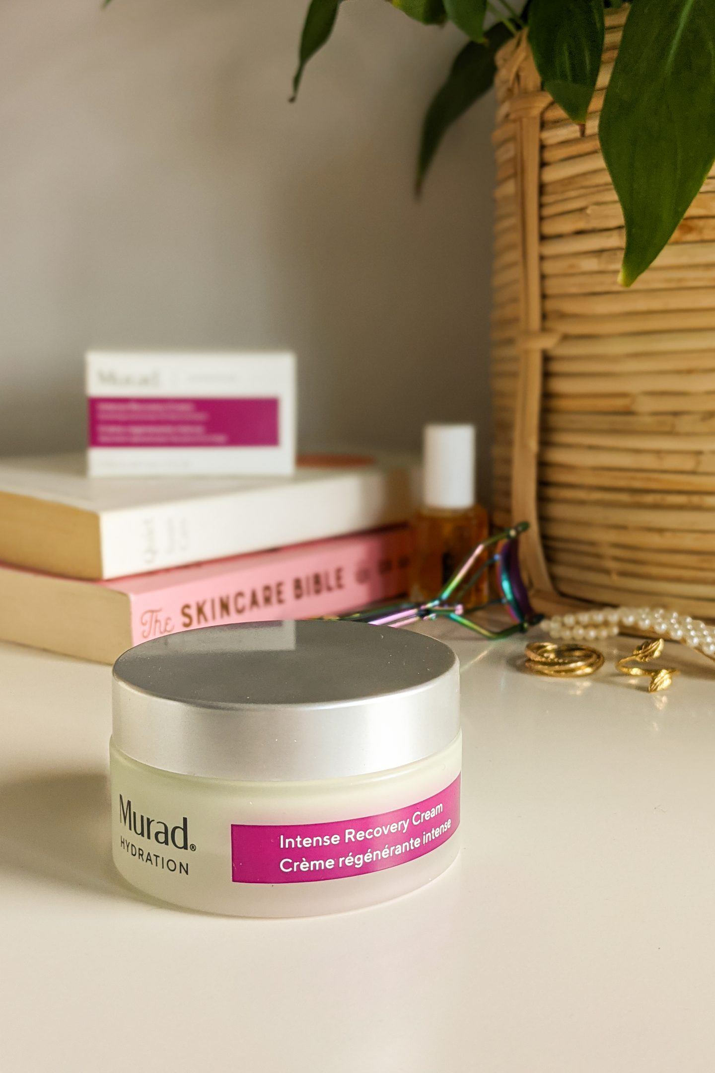 Review of the Murad Intense Recovery Cream. How to calm stressed skin. Tips for managing stress, and the impact of stress on skin.